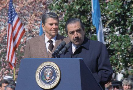 Alfonsín con Ronald Reagan
