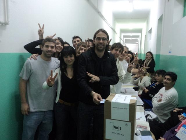 santiago-carreras-votando-23deoct