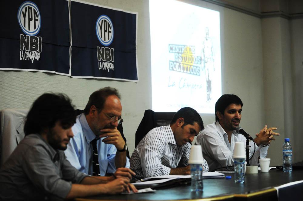Charla sobre YPF en la UBA