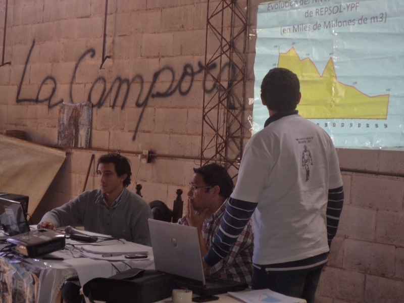 Charla en Santo Tome sobre YPF