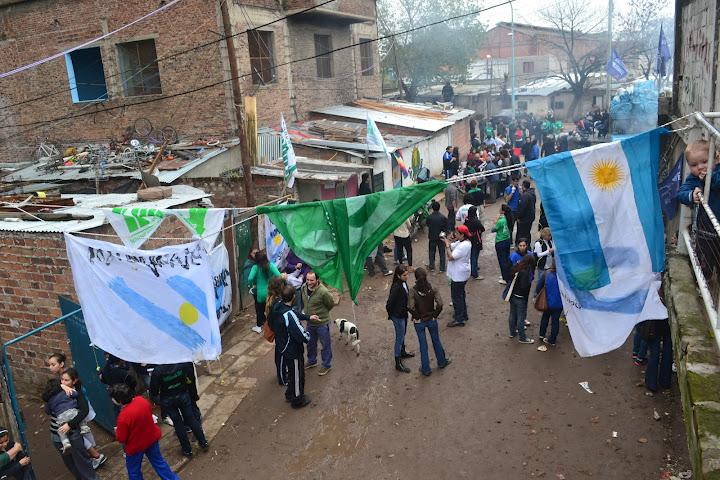 Jornada solidaria en ciudad oculta villa 15 la campora for 5 principales villas ocultas
