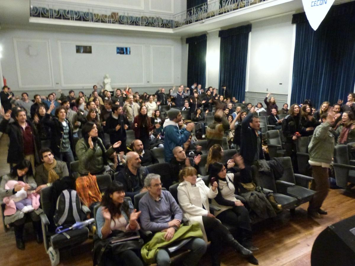Charla sobre economía en La Plata