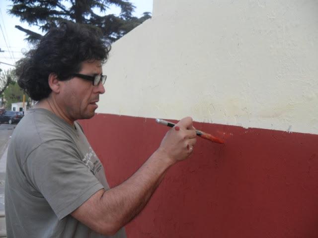 Pintando la Escuela Nº15 de Isidro Casanova