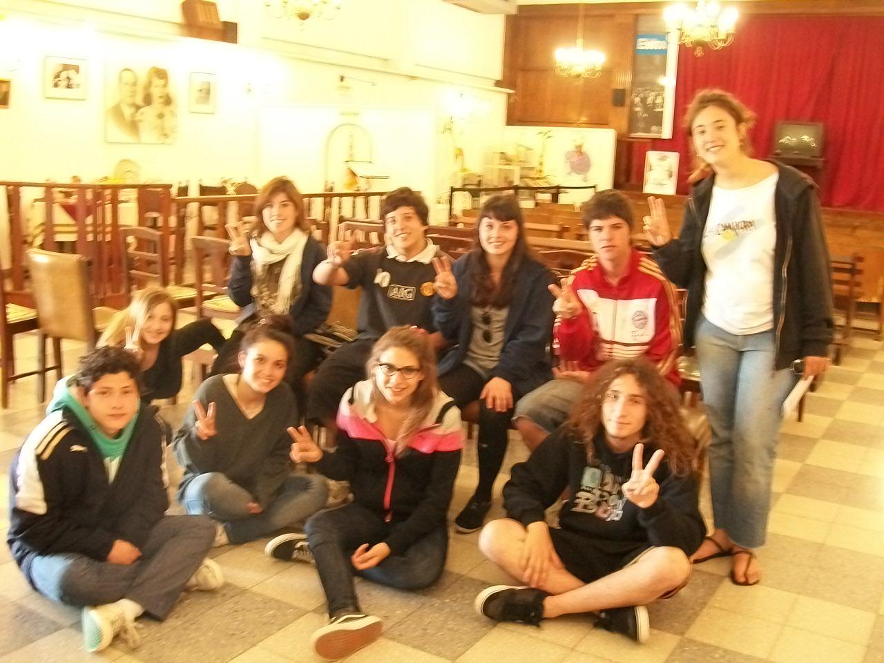 Los secundarios debatiendo en el programa Jóvenes y Memoria