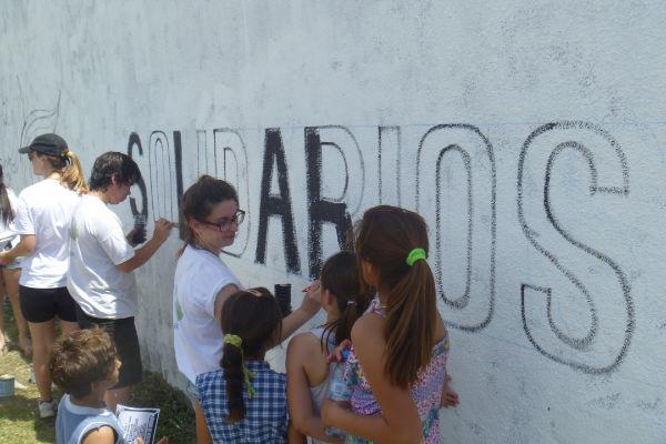Pintada de mural en Brandsen