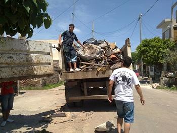 Recolección de escombros en Lanús