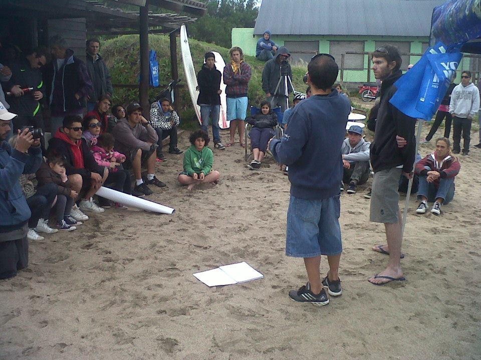 Jornada solidaria de limpieza en General Alvarado