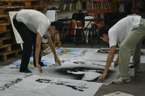 Los Secundarios pintaron banderas para la marcha del 24 de marzo