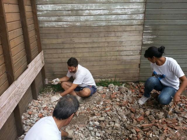 Construcción de casillas en el barrio Falcón de Pilar