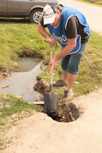 Trabajo de limpieza en 28 y 524 de La Plata