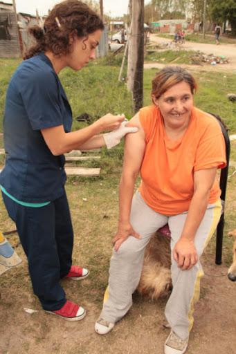 Vacunación en 132 bis e/ 523 y 524, La Plata