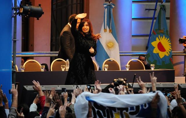 2013-05-21-La_Plata_CFK_colegio_Nacional-0141 (Custom)