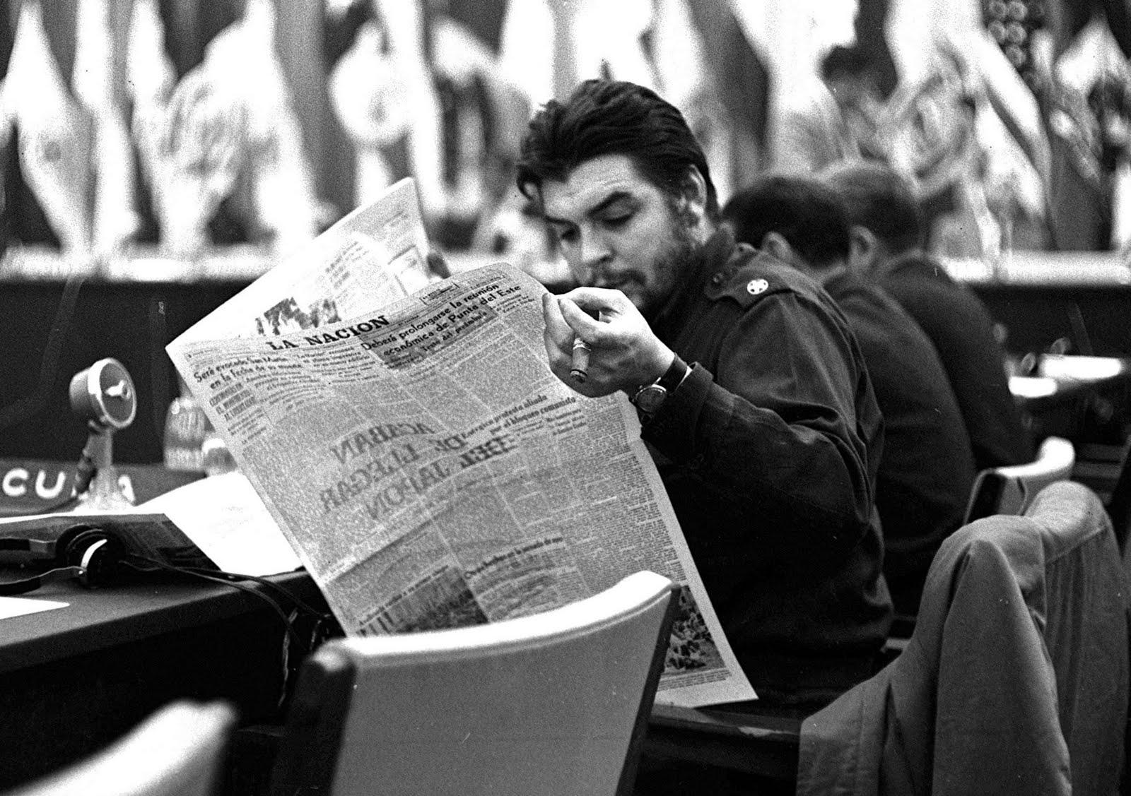 Ernesto-Che-Guevara-leyendo...