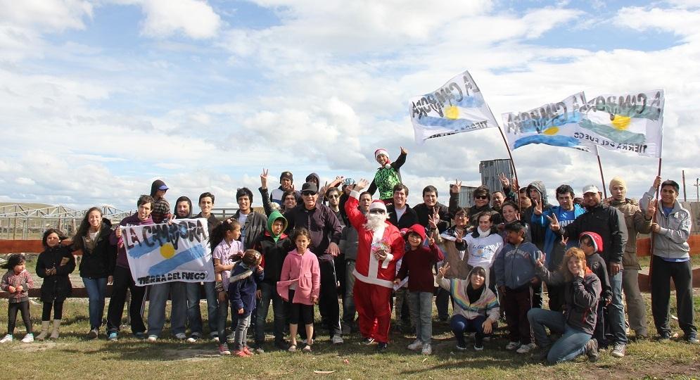 La Cámpora en Tierra del Fuego elaboró y entregó Pan Dulce