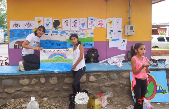jujuy-localidad-de-la-mendieta-plaza-armada-argentina-kermes-infantil-11