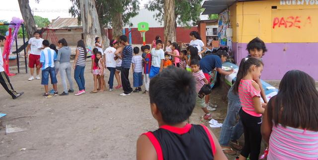 jujuy-localidad-de-la-mendieta-plaza-armada-argentina-kermes-infantil-12