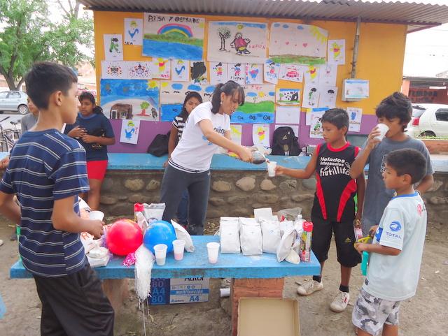 jujuy-localidad-de-la-mendieta-plaza-armada-argentina-kermes-infantil-14