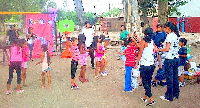 jujuy-localidad-de-la-mendieta-plaza-armada-argentina-kermes-infantil-18