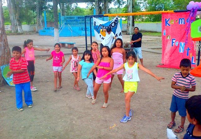 jujuy-localidad-de-la-mendieta-plaza-armada-argentina-kermes-infantil-19
