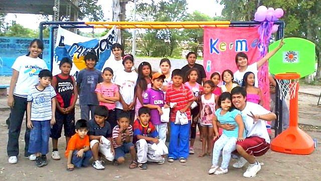 jujuy-localidad-de-la-mendieta-plaza-armada-argentina-kermes-infantil-2
