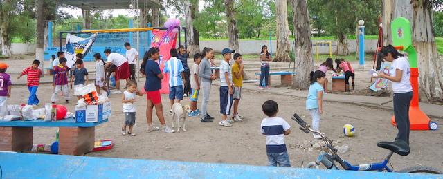 jujuy-localidad-de-la-mendieta-plaza-armada-argentina-kermes-infantil-5