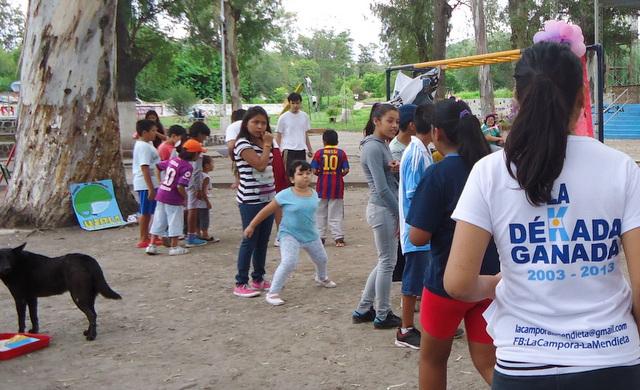 jujuy-localidad-de-la-mendieta-plaza-armada-argentina-kermes-infantil-6