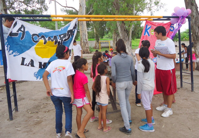 jujuy-localidad-de-la-mendieta-plaza-armada-argentina-kermes-infantil-9