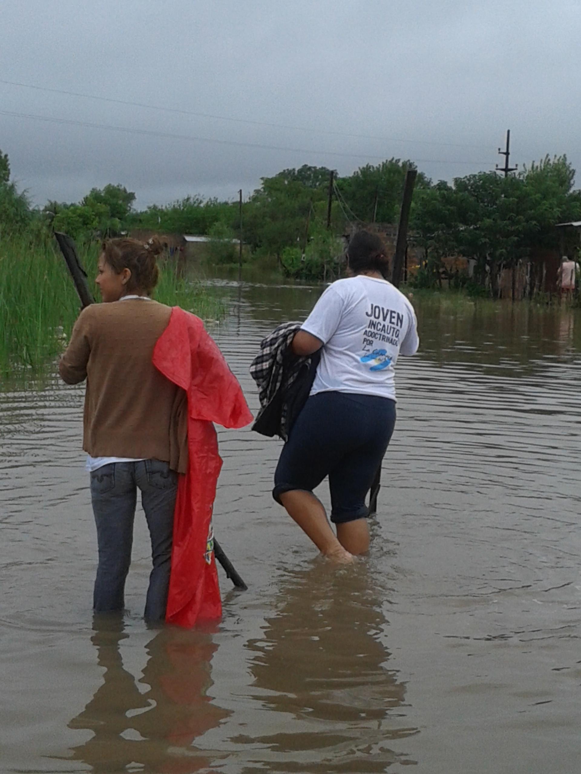 corrien-tes-sanluisdelpalmar-inundaciones-20marzo2014