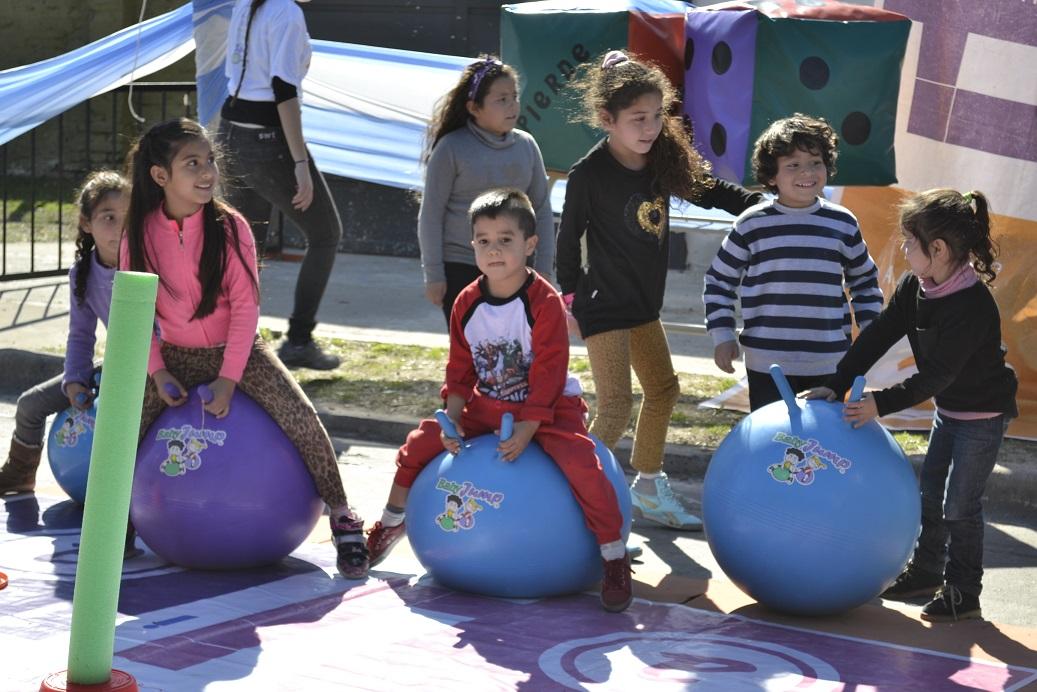 AVELLANEDA - Día del niño en Mujeres Argentinas y Güemes (13)