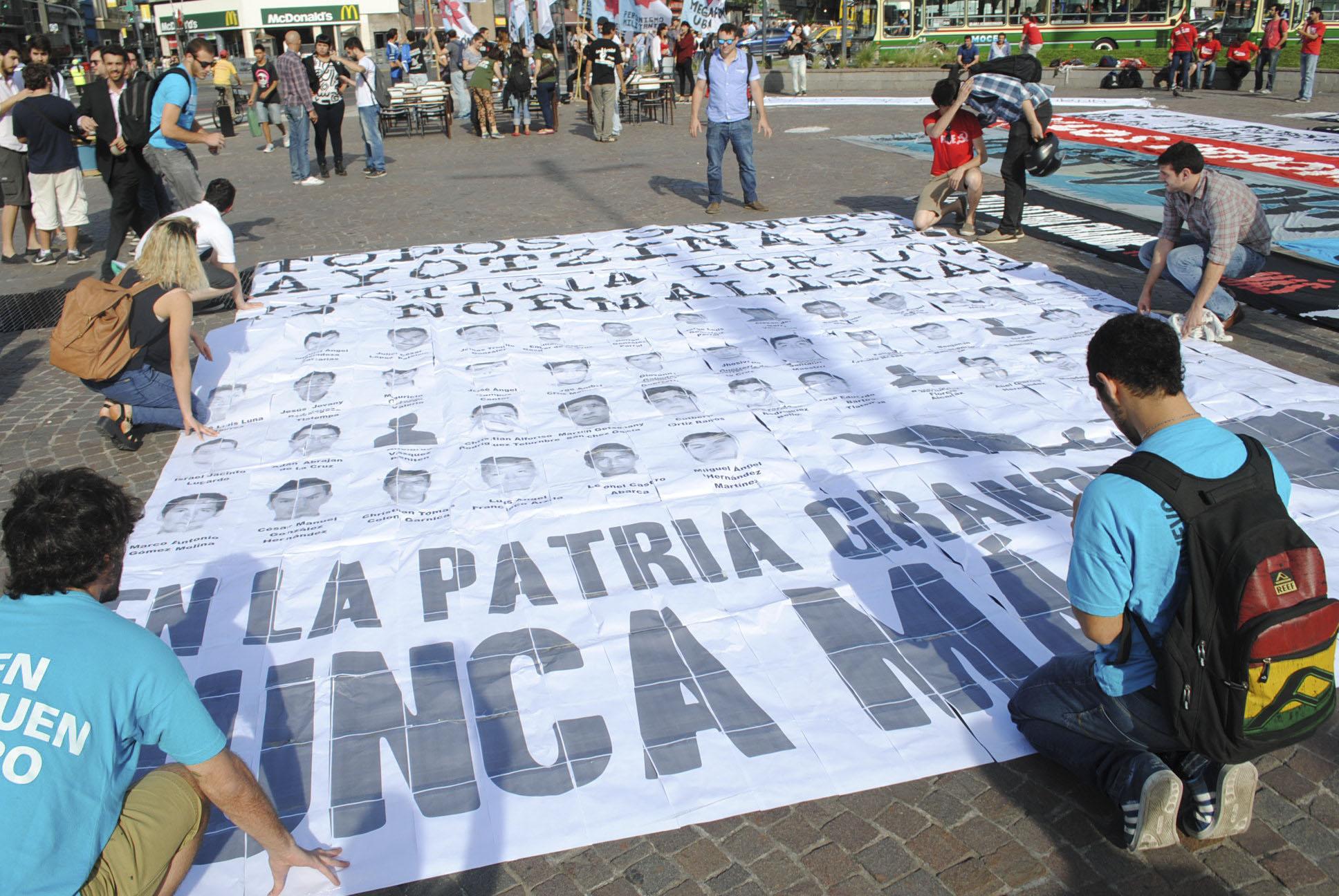 Marcha43MexicoDesaparecidos_2