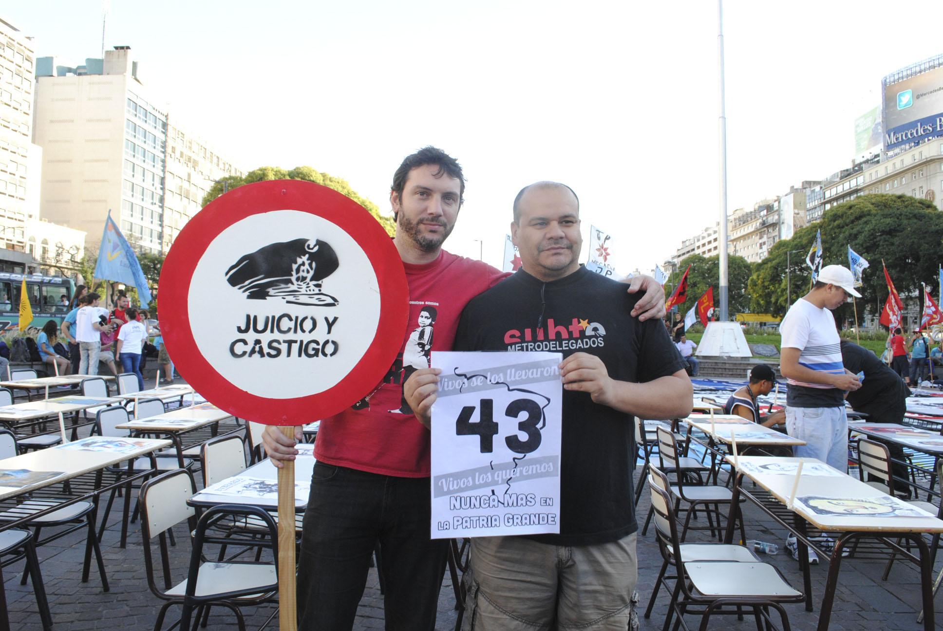 Marcha43MexicoDesaparecidos_3