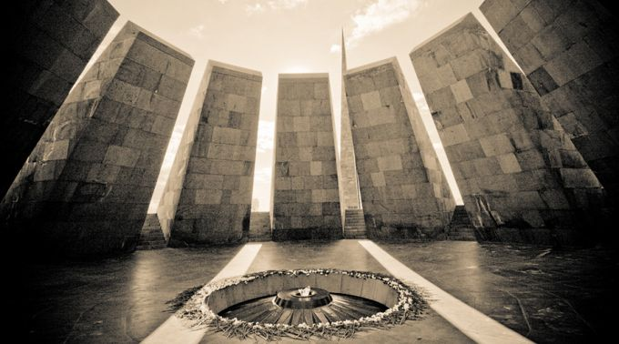 MonumentoGenocidioArmenio_ZdouneCC-BY-2_0_Flickr_230415