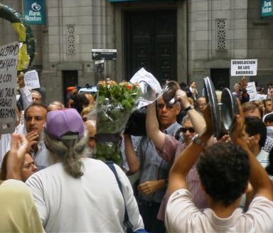 Buenos_Aires_-_Manifestación_contra_el_Corralito_-_20020206-25