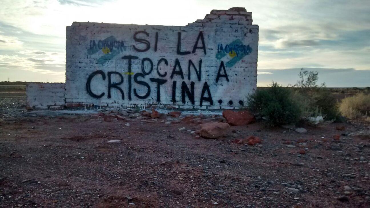 """Neuquen, Pintadas """"Si la tocan a Cristina..."""""""