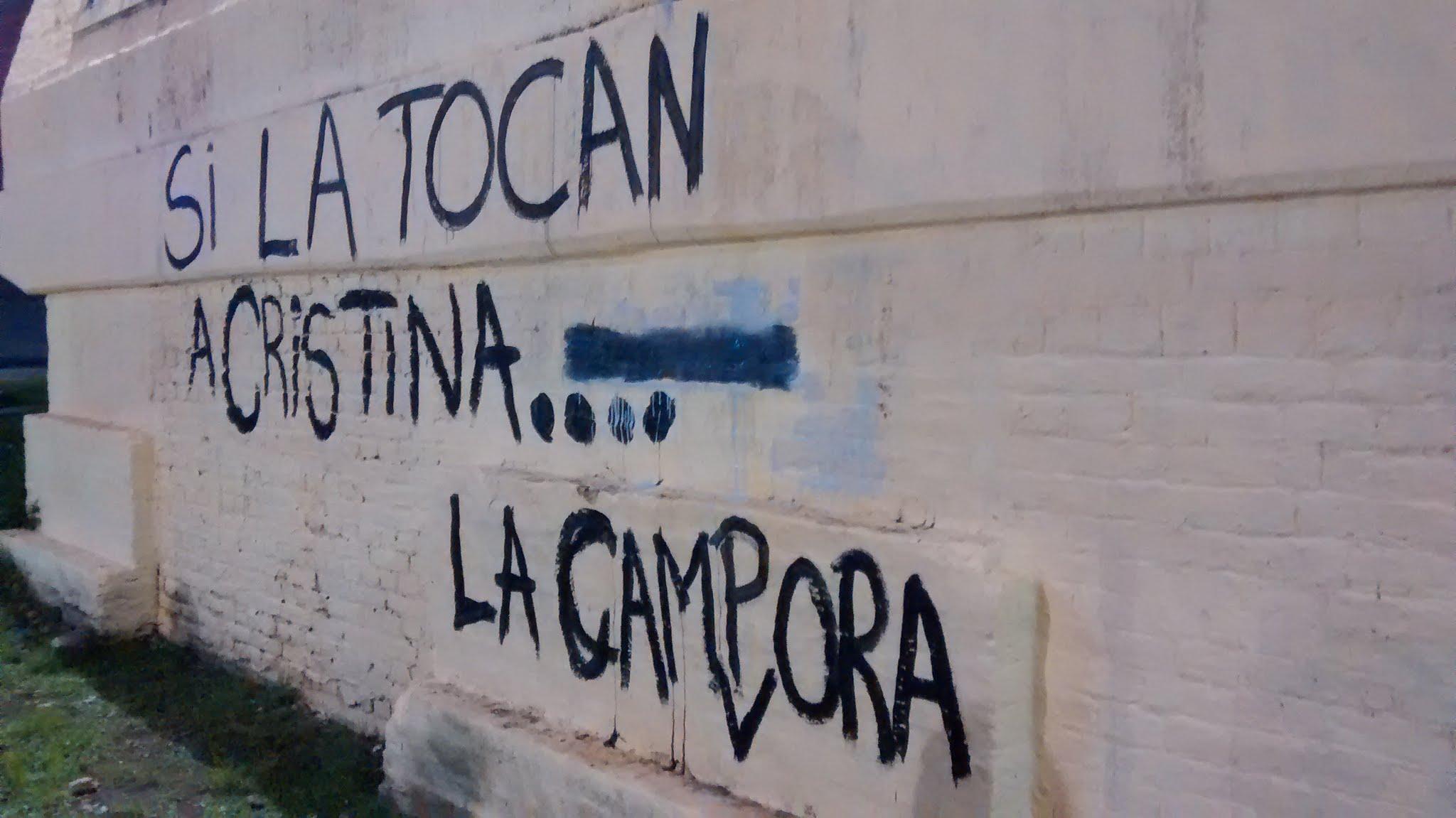 """Avellaneda, Buenos Aires, Pintadas """"Si la tocan a Cristina..."""""""