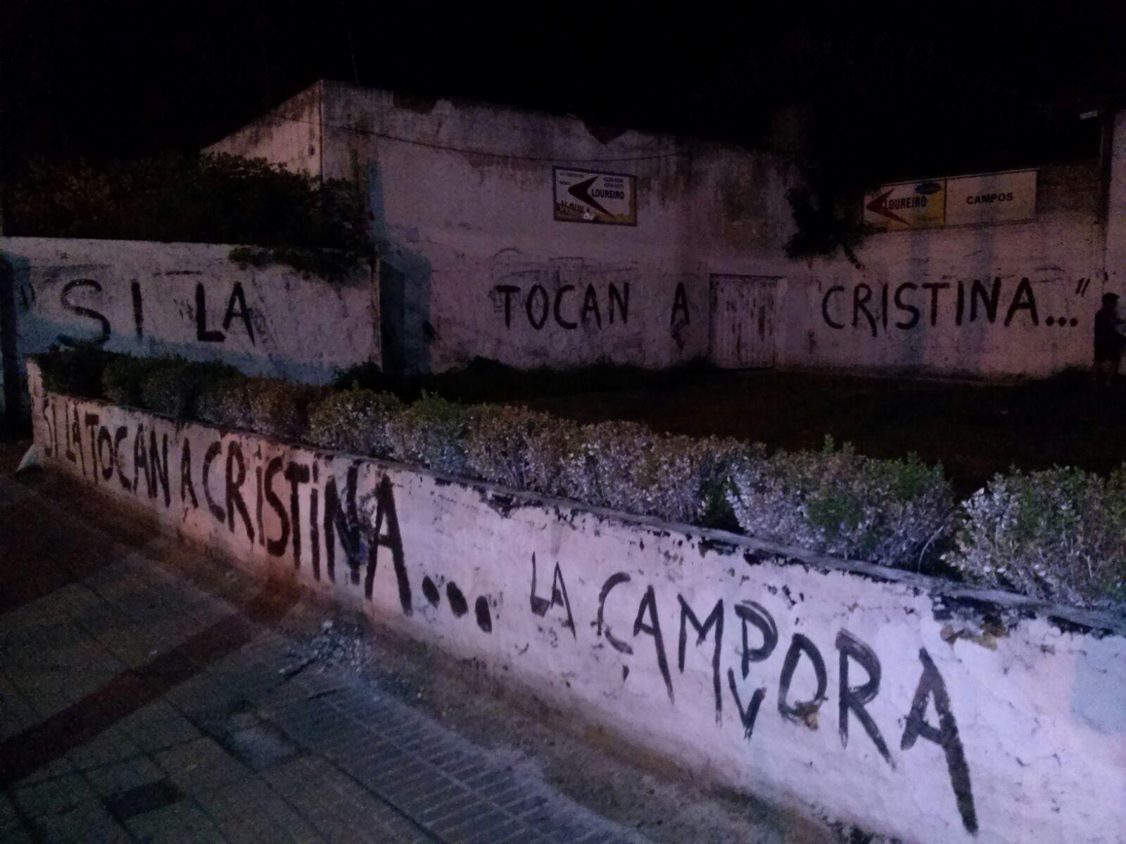 """Almirante bRown, Buenos Aires, Pintadas """"Si la tocan a Crsitina..."""""""