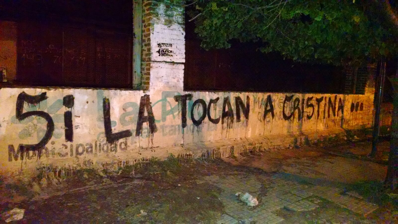 """La Plata, Buenos Aires,""""Pintadas """"Si la tocan a Cristina..."""""""