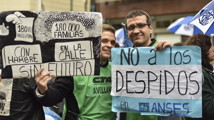 El Sindicato de Empleados de la Ex Caja de Subsidios Familiares para el Personal de la Industria (Secasfpi), que conduce Carlos Ortega, realizó una movilización a la sede central de ANSES contra los despidos y en reclamo de la incorporación de los trabajadores despedidos.
