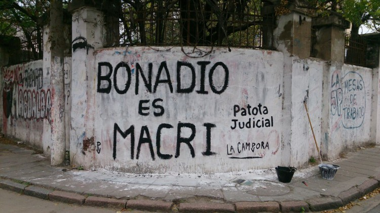 "Santa Fé; Santo Tomé y Santa Fé, Pintadas ""Patota Judicial"""