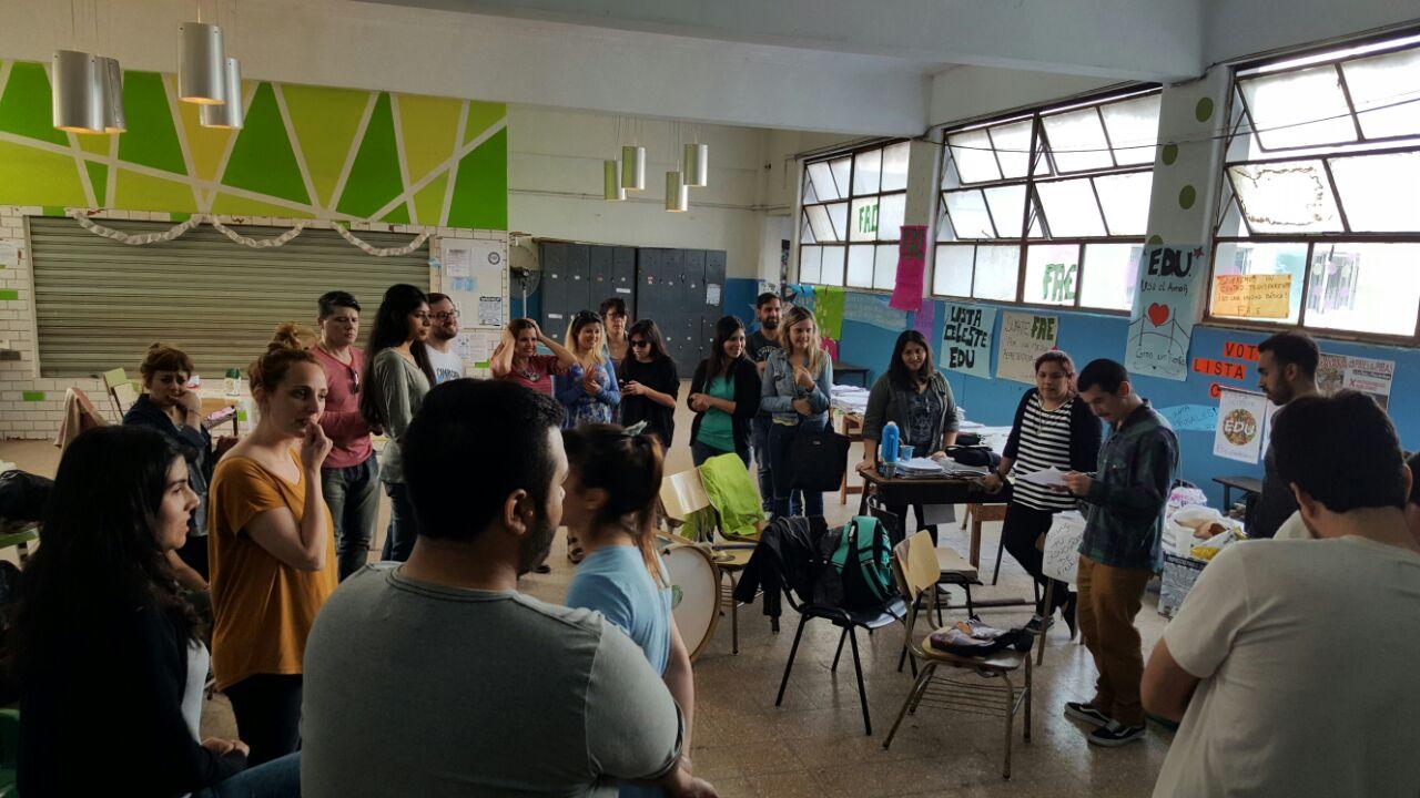 Triunfo en el instituto superior de formaci n docente n 1 for Instituto formacion docente