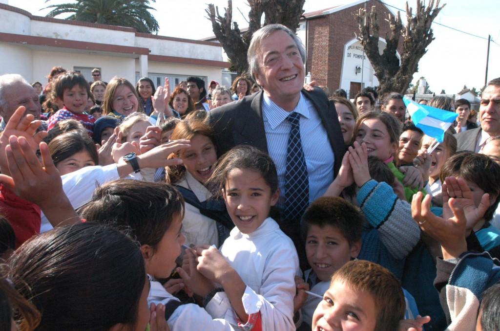 07/06/04 EL PTE. VISITO LA CIUDAD DE PARANA PROV. DE  ENTRE RIOS.