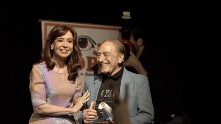 CFK-CCCarasyCaretas03