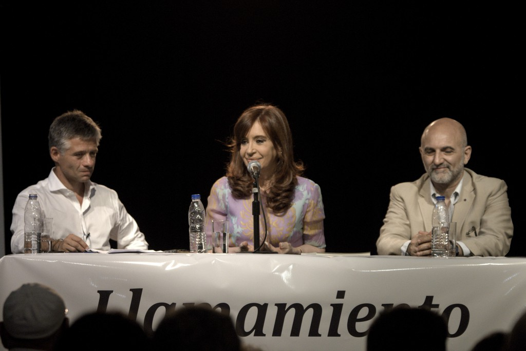 CFK-CCCarasyCaretas09